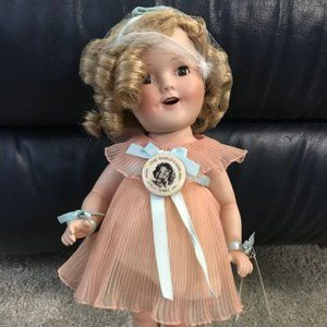 SHIRLEY TEMPLE ANTIQUE DOLL. REPRODUCTION OF 1930